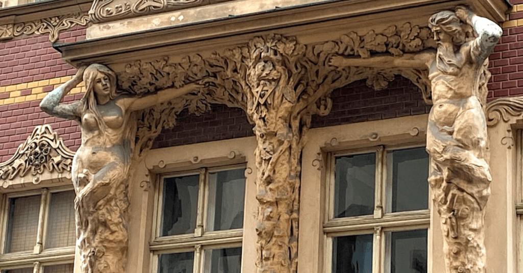 Rīgas Ekskursijas.Smilšu ielu. Skaistākā akmens skulptūra